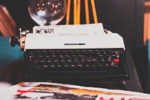 typewriter illustrating the goal of content marketing